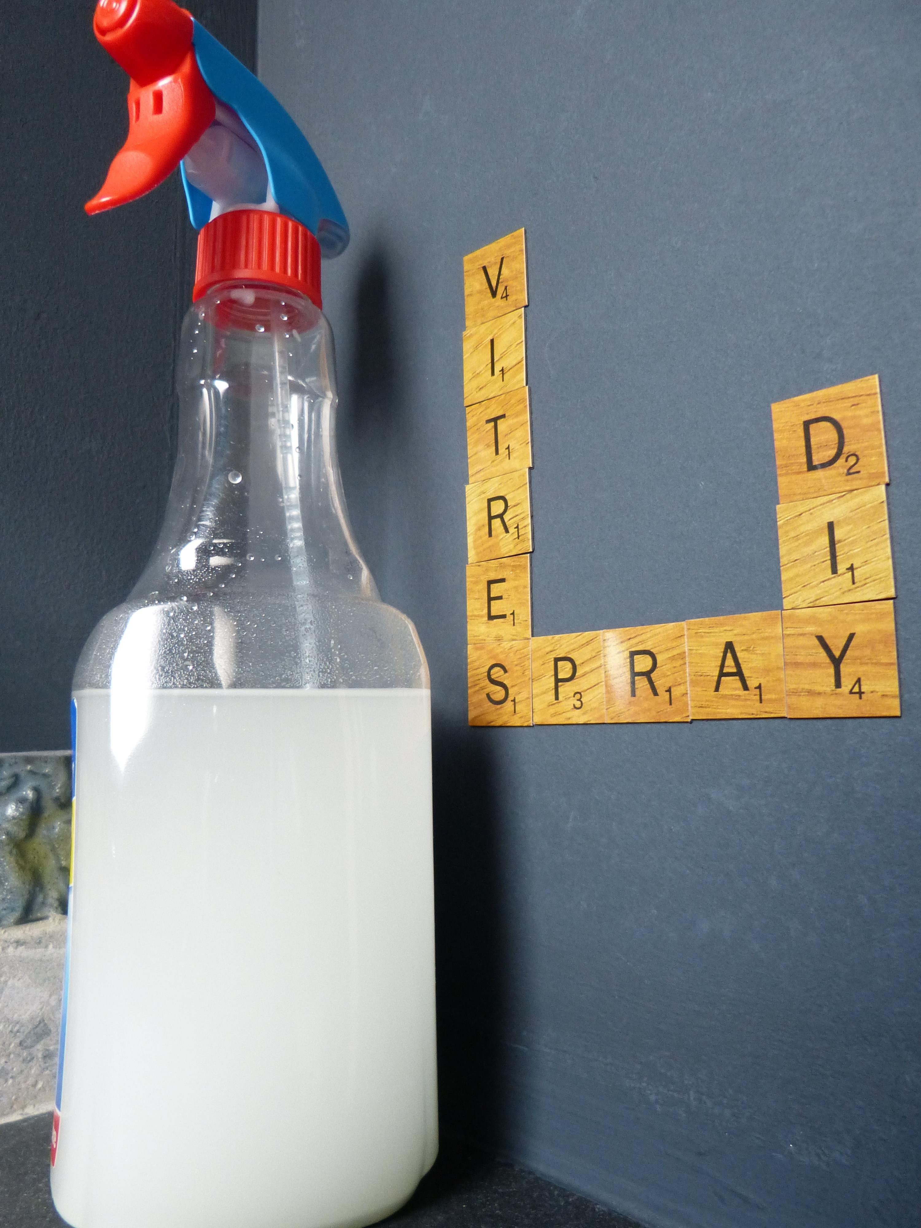 Un spray anti traces pour nettoyer vos vitres vraiment for Produit pour nettoyer les vitres sans traces